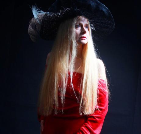 Elizabeth CZERCZUK